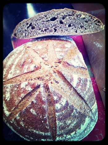 mi primer pan sin levadura, solo con masa madre :) de trigo normal e integral con salvado