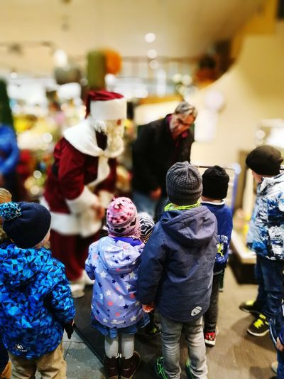 Store Customer  Business Finance And Industry People Choice Market Business Indoors  Full Length Adult Crowd Friendship Day Only Men Adults Only Supermarket 2017 Santa Claus Nikolaustag 6.12.2017 Nikolaus Supermarket Young Adult Warm Clothing Santaclaus