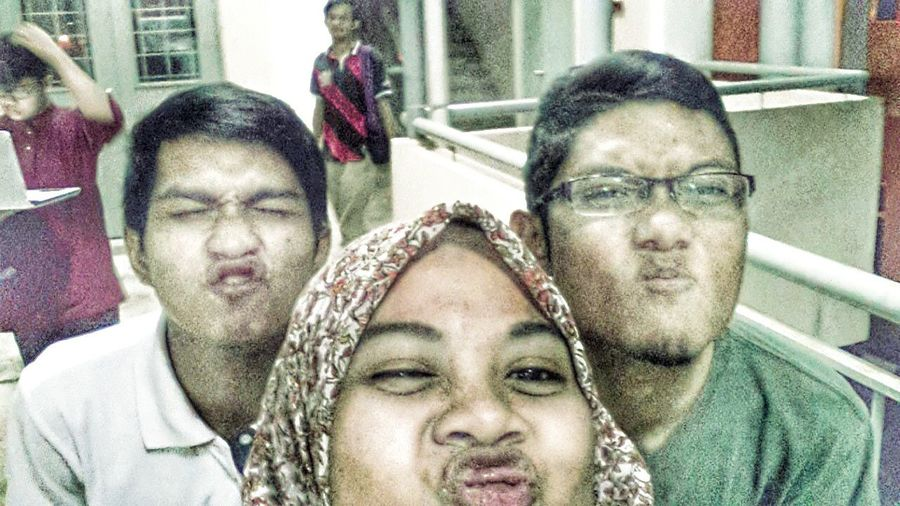 ne bru selfie name ye bengong!!