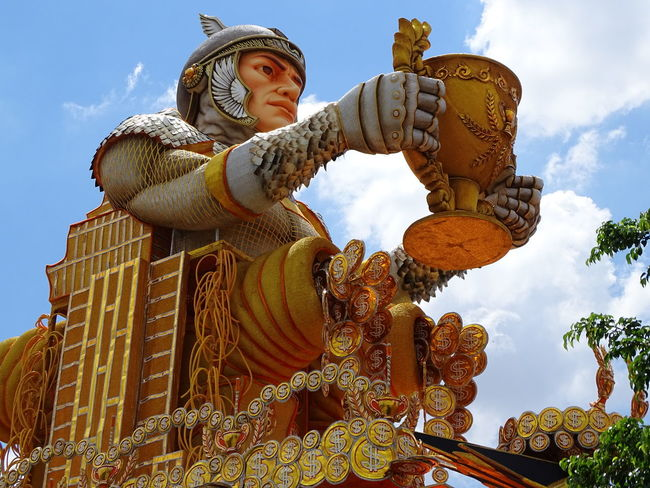 ezefer Architecture Art Art And Craft Arts Culture And Entertainment ArtWork Carnaval Carnaval2017sp Carnival Craft Creativity Day Gold Human Representation Idol Low Angle View Male Likeness No People Outdoors Place Of Worship Religion Sculpture Sky Spirituality Statue