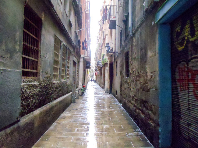 Alley Architecture Barcelona, Spain Bario Gotico Building Exterior Built Structure City Cobblestone Diminishing Perspective Footpath Narrow No People The Way Forward Vanishing Point Walkway Barcelona España Barcelona Barrio Gótico Alleyway
