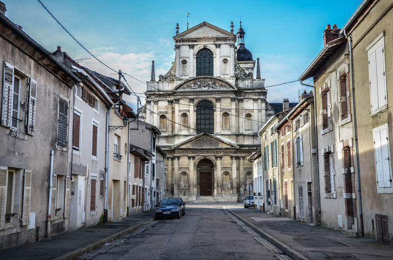 Abbaye Arch Architecture Building Building Exterior Built Structure Cathedral Church City Composition Exterior Façade Historic History Lorraine Narrow No People Outdoors Perspective Place Of Worship Religion Spirituality Street Town