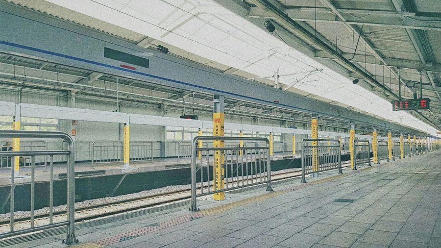 Korea Subway Flatform North Of Seoul No People Like It :)