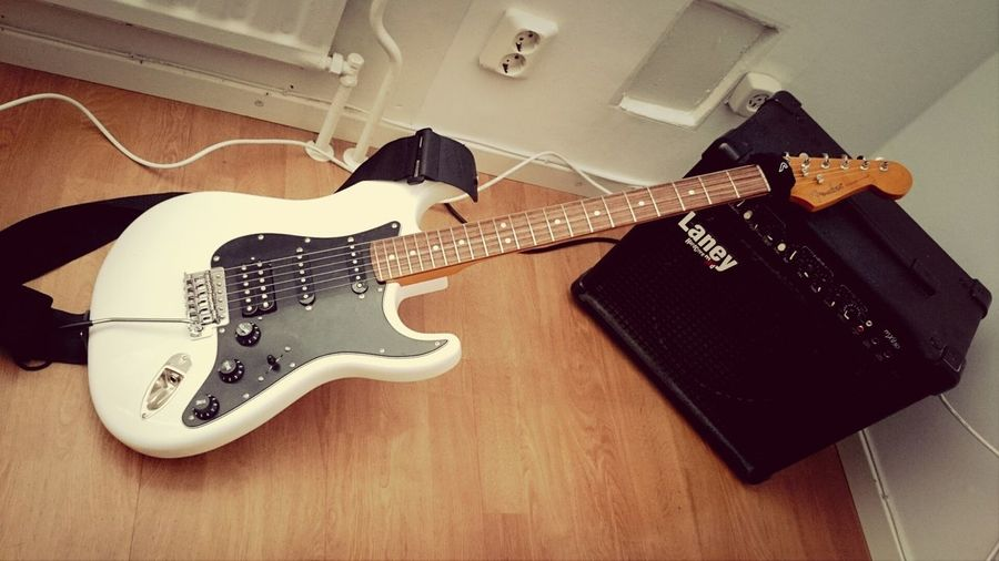 Fender Stratocaster Laney Guitar