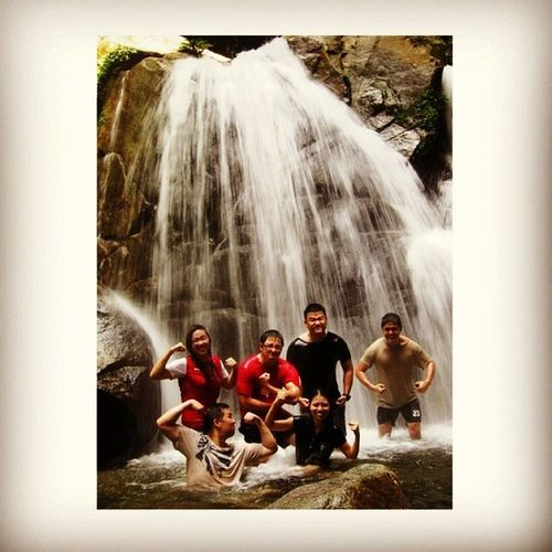 To all you people who think Sarawakians live on trees, don't forget that we've got waterfalls as our home spa and jacuzzi system ;) Sixteendaystohomeee :) Homeiswherethecoolkidsare Waterfall nature flexthosemusclesbabeh throwbackthursdays balingbalikkhamis
