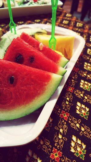 Frutas frescas Fruit SLICE Table Close-up Sweet Food Food And Drink First Eyeem Photo