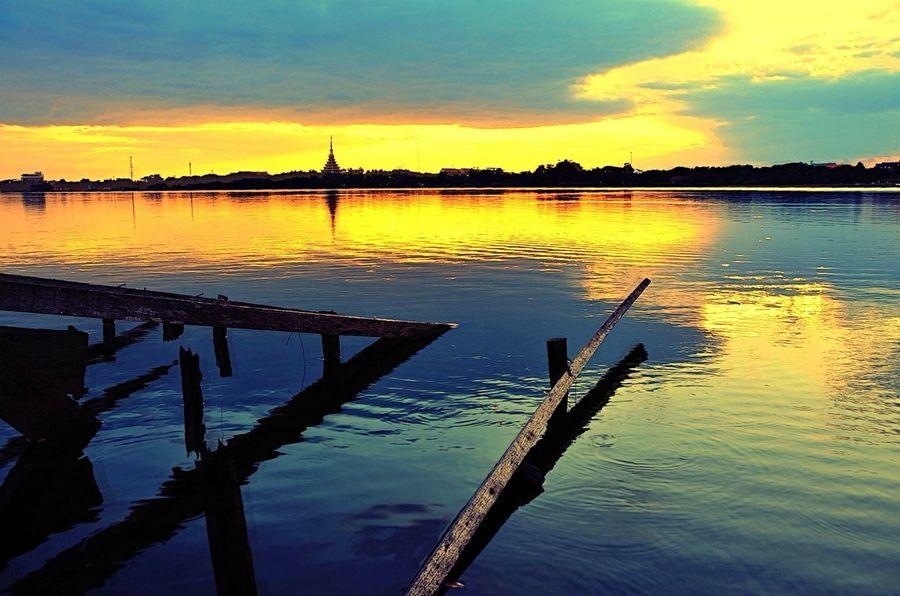 my sunset not same ... EyeEm Best Shots Sunset #sun #clouds #skylovers #sky #nature #beautifulinnature #naturalbeauty #photography #landscape EyeEm Best Shots - Landscape Water_collection