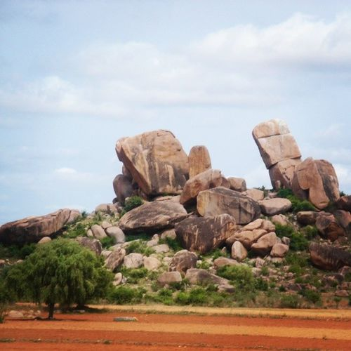 Beautifulday Capture Giant Rocks Tree Red Sand Sky Blue Lovethisplace Mountains Tamilnadu India Travel Trip *-*