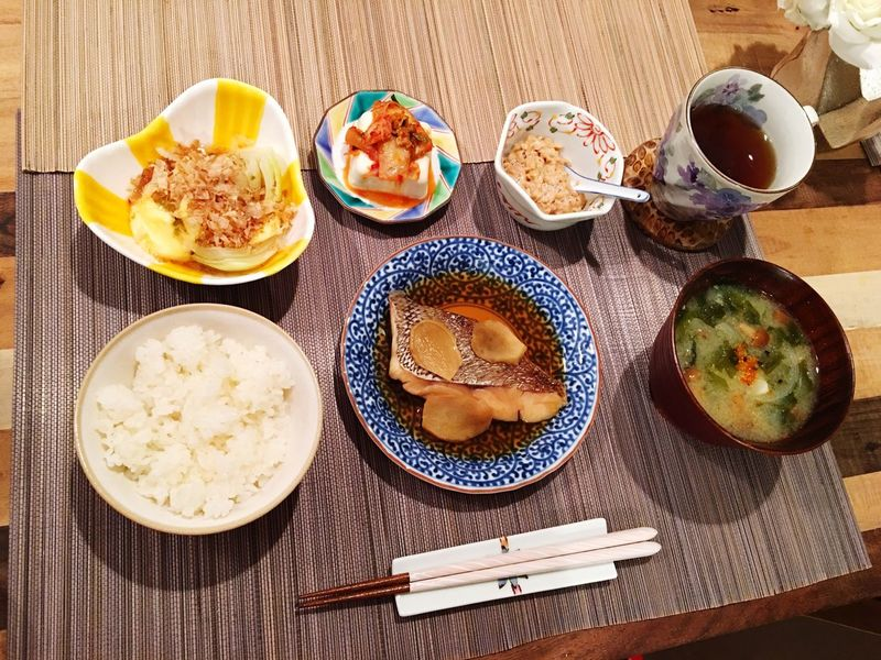 Today's Dinner タイのあら炊き わかめとたまねぎとなめこの味噌汁 玉ねぎポン キムチ豆腐 納豆 Redsnapper Seaweed Onion Nameko Miso Soup Ponzu Kimuchi Tofu Natto Healthy Eating Ready-to-eat SoDelicious Foodporn Food Porn Easy Food My Recipes Japanese Food