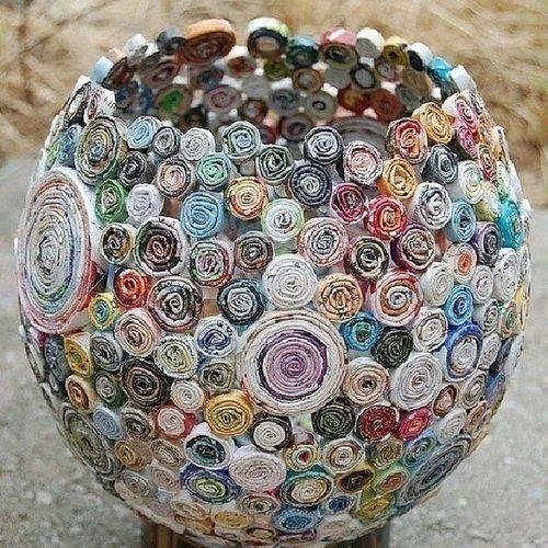 Ваза из скрученных журнальных и газетных листов креатив ваза газета выдумки творчество дизайнерскийход самоделки своимируками handmade оригинально