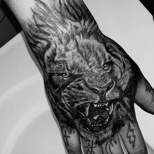 Tattoos Liontattoo Tattooed NewInk Tats Handtattoo Inklife Fingertattoo Tattoo ❤