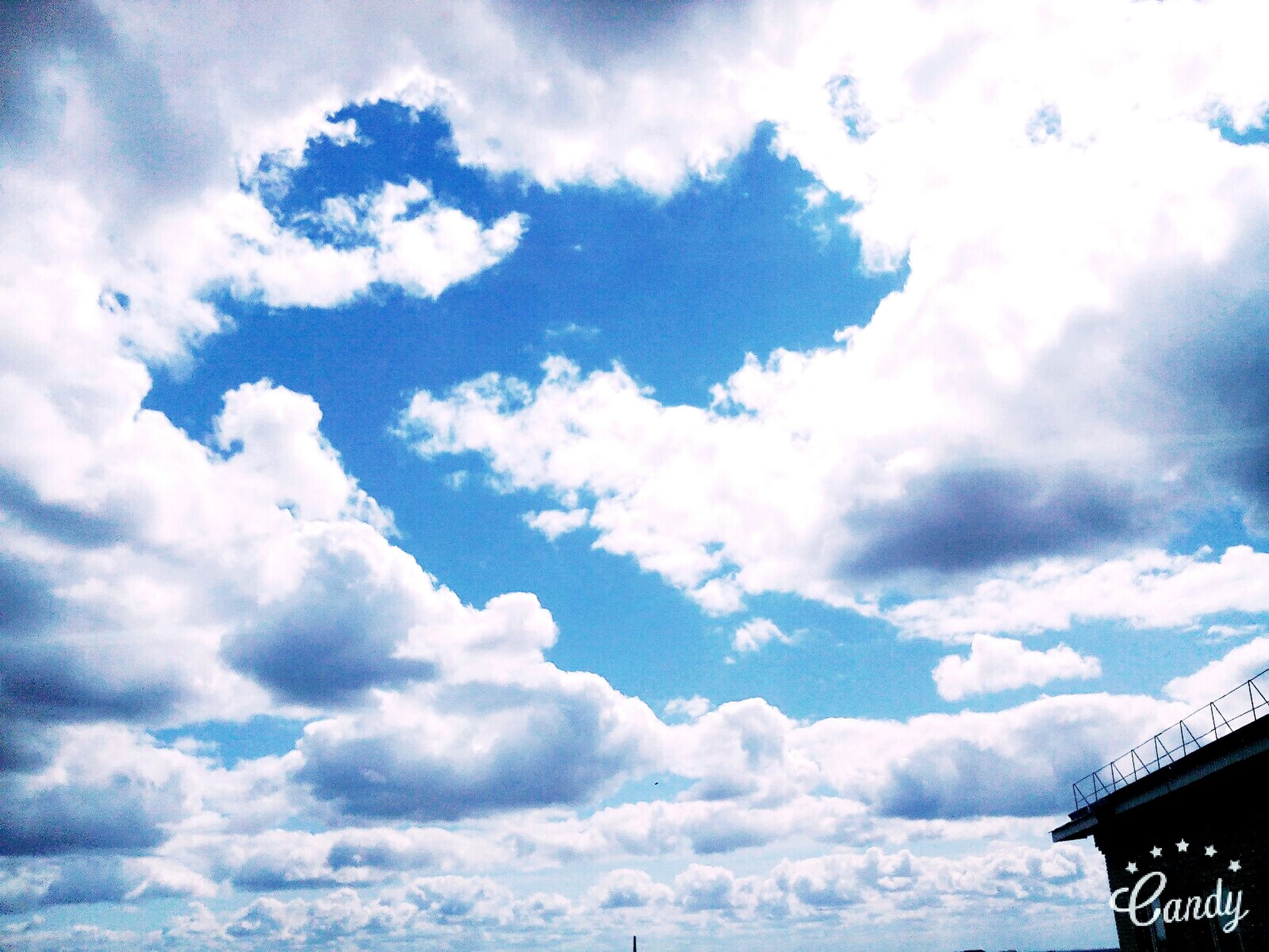 sky, cloud - sky, low angle view, cloudy, cloud, cloudscape, weather, beauty in nature, scenics, nature, blue, white color, tranquility, outdoors, day, no people, high section, tranquil scene, overcast, idyllic