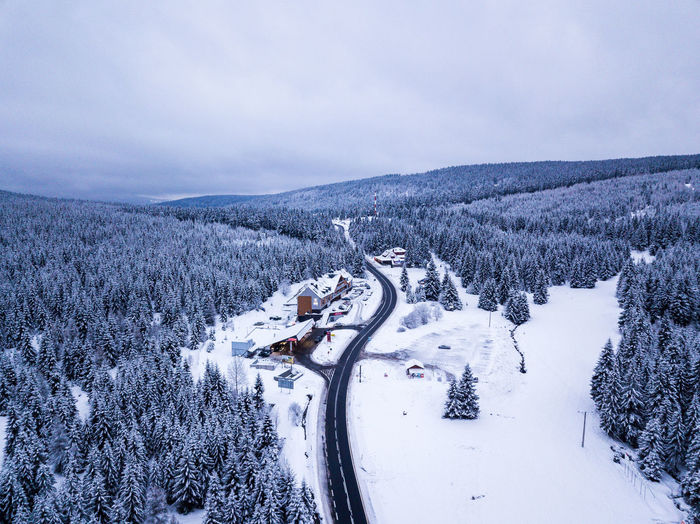 Drone shot of a road in a landscape with snow in Poland Drone  Dronephotography Ice Poland Beauty In Nature Cold Temperature Day Landscape Mountain Nature No People Outdoors Road Scenics Sky Snow Tranquil Scene Tranquility Transportation Tree Weather Winding Road Winter