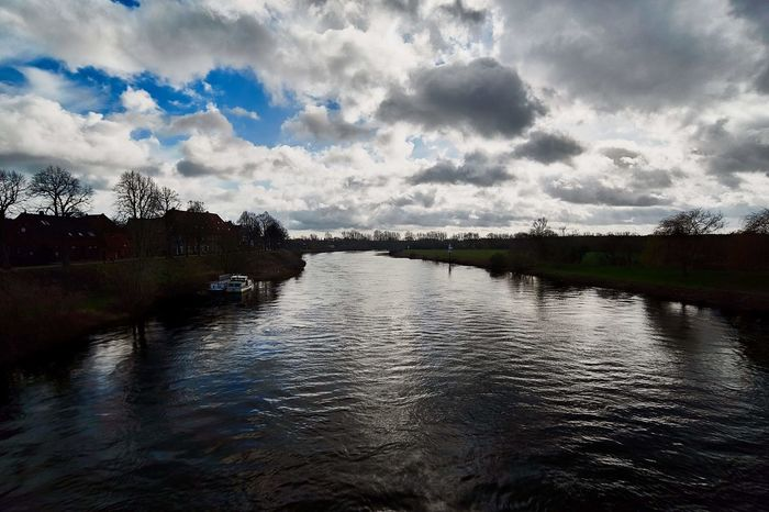Die Weser... Movement Angle Landscape_lovers Flow  Nature Beauty In Nature Landscape Photo Photography Nature Photography Nature_collection Cold Temperature Germany Cloud - Sky River Riverside River View Water Reflections Blue Sky Winter