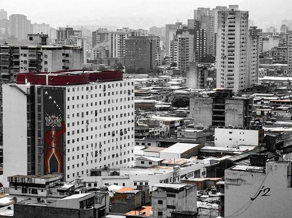 Blancoynegro Blackandwhite Mycity Miciudad Caracas CCS Venezuela Vzla Colorsplash Edificios Buildings Tarde