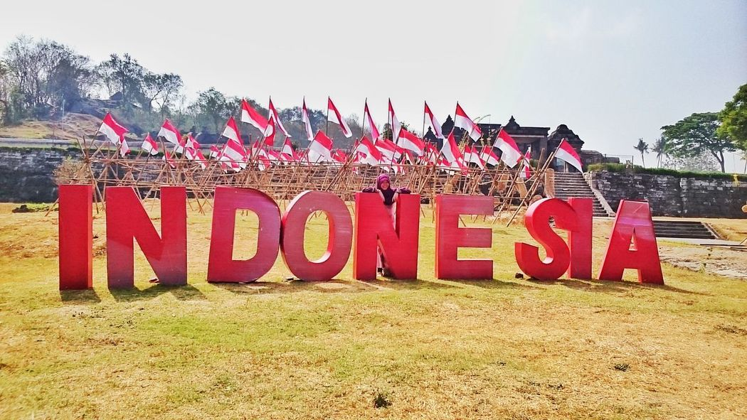 Wonderful Indonesia INDONESIA Travel Explore Exploreindonesia Photography Landscape Traveling Travel Photography Refreshing Traveltheworld Traveller Wonderful INDONESIA Indonesia Photography  Indonesiabagus Indonesian Flag Merahputih Green Grass Daylight Sunny Sunny Day Red Sky Day Outdoors