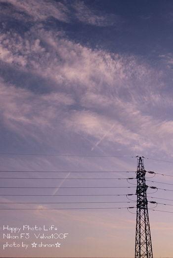 カコソラ 夕暮れ Sky And Clouds Sunset Sky Nikon Nikonphotography Nikonf3 Filmcamera Film Photography Filmphoto ファインダー越しの私の世界 写真を撮ってる人と繋がりたい 写真好きな人と繋がりたい Fujifilm Fujivelvia Velvia100f