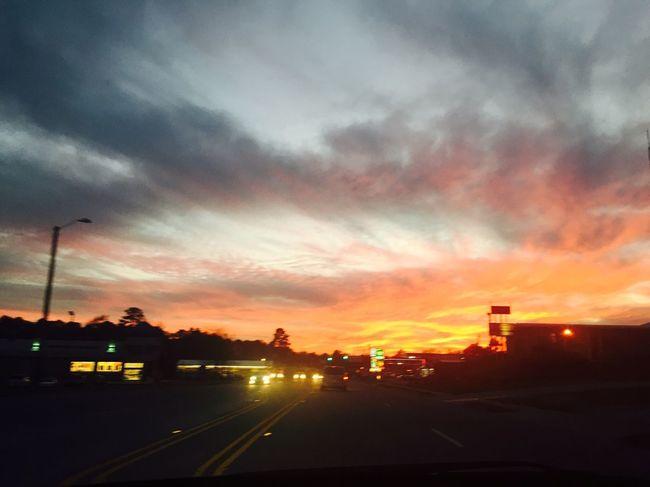 Beautiful sunset today😱😍😍😍🌄🌅🔥🔥🏤⛽️🚦🌳🚙