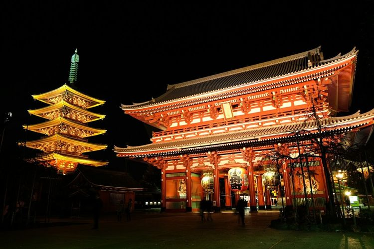 Colourful temples. This was built in 645... Temple Nihon Architecture Travel Photography Buddhist Temple Culture History Seeing The Sights