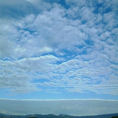 Extraño cielo Clouds And Sky