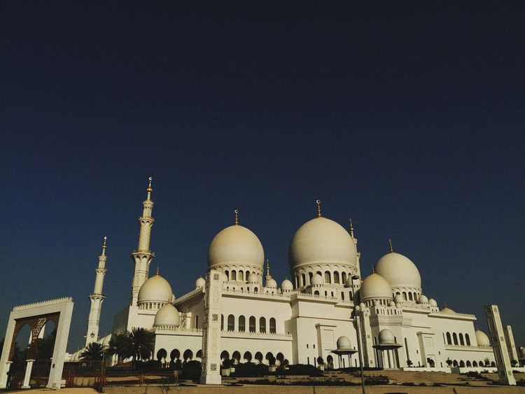The Sheikh Zayed Grand Mosque. Check This Out Taking Photos Relaxing Cityscapes Mosque Streetphotography Building OpenEdit Hello World Building And Sky