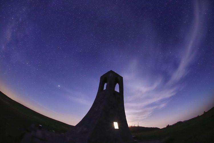 撮ったのは美しの塔ばかり😅アンテナ塔リベンジ行かないと・・・💦💦 一目惚れんず Landscape Moonlight 銀河鉄道の夜♪ Astronomy Galaxy Milky Way Star - Space Constellation Long Exposure Space History Space And Astronomy Sky