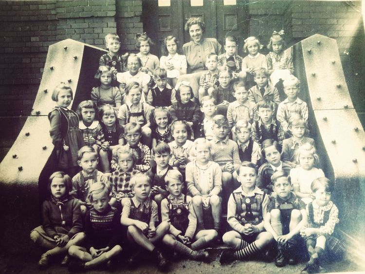 The Class From  1951 My Daddy looks like a Girl ^^