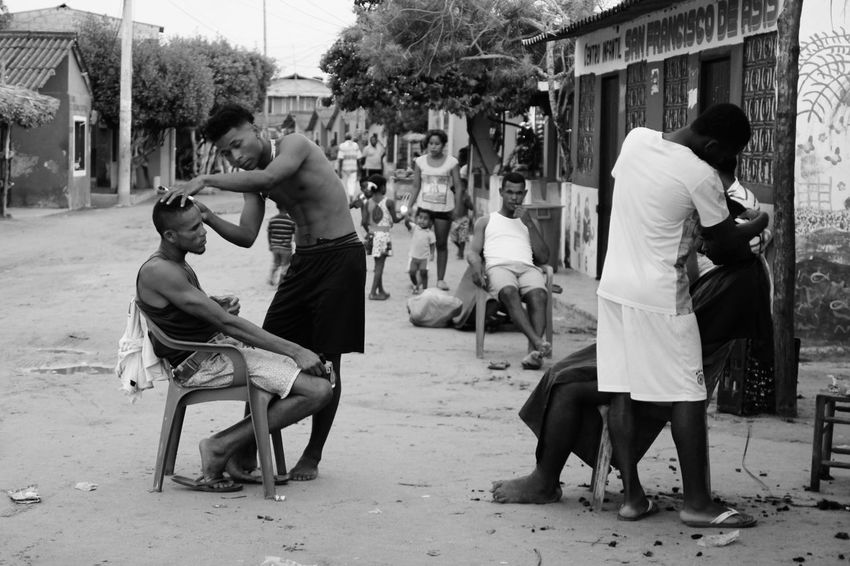Black & White Hanging Out Photojournalism Working Black And White Black And White Photography Blackandwhite Caribbean Haircut Men Real People Village Young Adult The Week On EyeEm The Week On EyeEm The Street Photographer - 2017 EyeEm Awards Streetphotography Streetphoto_bw Street Photography