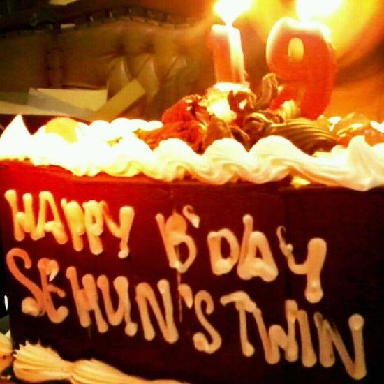 ELEVA APRILLIA'S BIRTHDAY CAKE :) SAENGIL CHUKAE Lia Today 120412 19TH birthday cake from me instapict instagram instagood likeme like4like follow4follow .She's Sehun (EXO K) is TWIN! 12.04.1994 same with sehun ^^ 19th !love ya my lovely sista