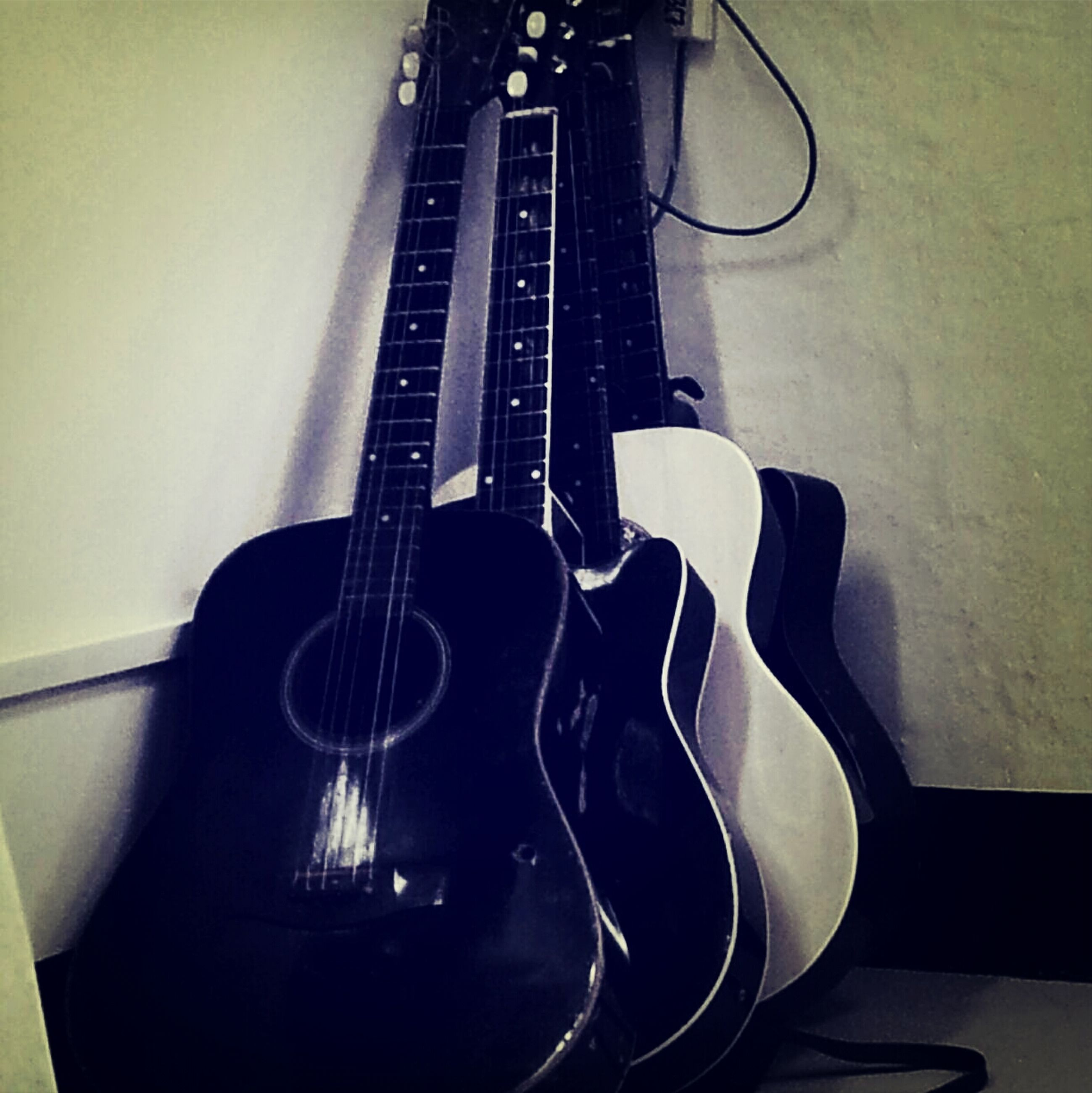 indoors, music, musical instrument, musical equipment, guitar, arts culture and entertainment, technology, musical instrument string, close-up, metal, string instrument, still life, old-fashioned, equipment, high angle view, home interior, no people, retro styled, connection, acoustic guitar