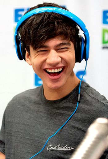 Calum Hood 5 Second Of Summer 5SOS Smile