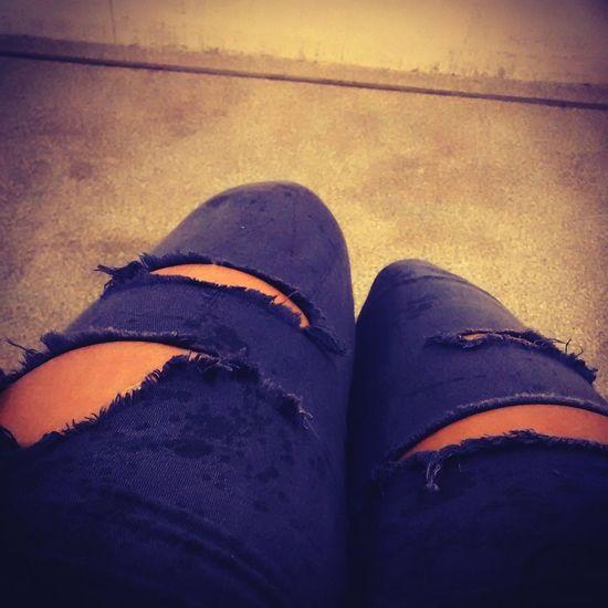 Relaxing MyNewShoes Minhacalca lindaaaaaa amo mt essa calça rasgadinham :3 Enjoying Life