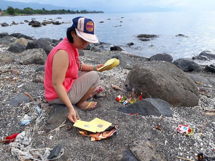 girl Bali Pray