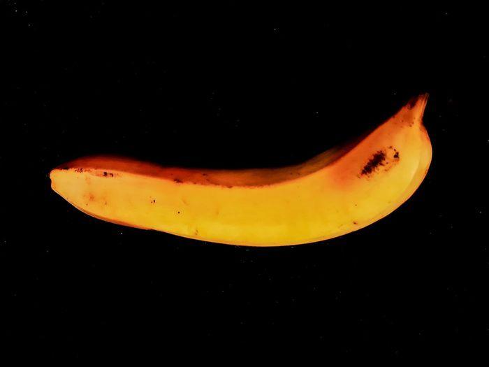 pisang banana cavandish Musa pradisiaca yellow dark background Black Background Close-up