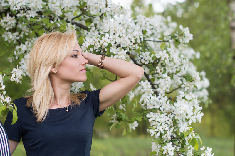 Plant One Person Blond Hair Flower Flowering Plant Young Women Leisure Activity Real People Young Adult Nature Day Women Growth Adult Hair Lifestyles Standing Beauty In Nature Focus On Foreground Flower Head Hairstyle Beautiful Woman Outdoors Contemplation International Women's Day 2019