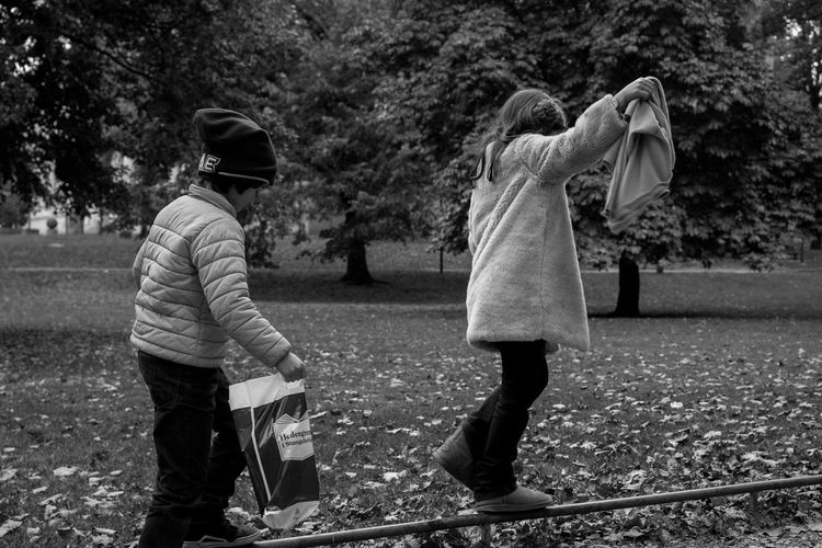 Nofilter Streetphotography Black And White Park Togetherness Childhood Playing Balance Kids Balance Sony A6000 Sony FE 35mm F2.8