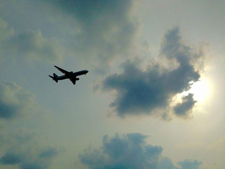 夕焼け 青空 飛行機 シルエット Silhouette Airplane Blue Sky サンセット Sunset 沖縄 那覇 Japan Okinawa 日本 Naha City