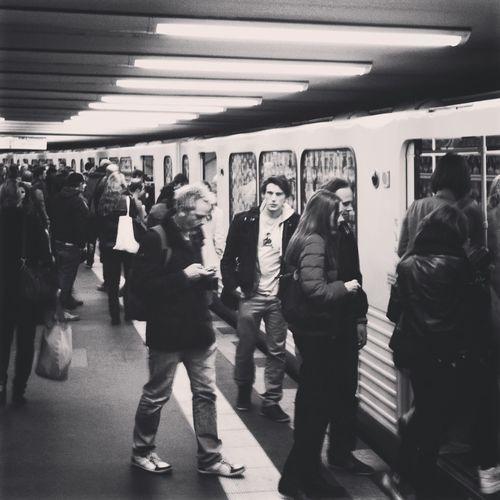 Alexanderplatz Einsteigen Bitte Moving People U8 Ubahn Ubahnhof Underground