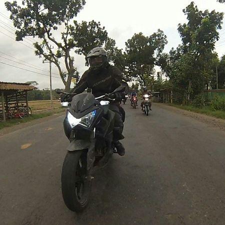 Kawasaki Z250 Kawasakiz250 Kawi kawination komine ixs reebok z250blackv6 streetfighter nakedbike val ZRiders 2014 gopro
