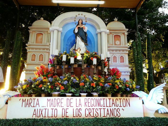 La Purisima Virgen María Avenida Bolivar Nicaragua Altar De La Virgen Maria Eyeme Nicaragua EyeEm Taking Photos Tradiciones Nicaragüenses Altar