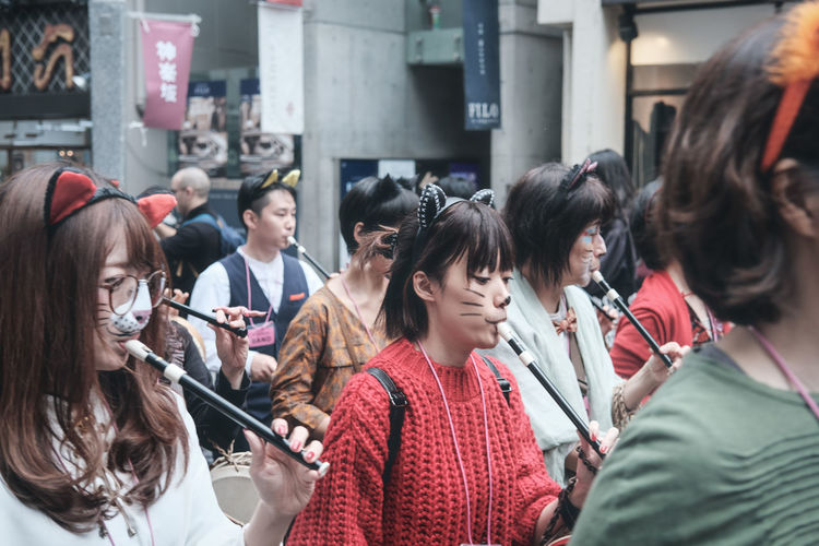 Cat festival. Portrait EyeEm Best Shots EyeEmNewHere EyeEm Nature Lover EyeEm Selects EyeEm Gallery Streetphotography Street Japan City Young Women Crowd Women Smiling Togetherness Friendship Business Finance And Industry Entertainment Music Concert A New Beginning A New Perspective On Life Streetwise Photography