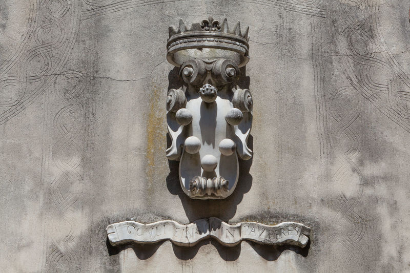 Stemma dei Medici. The Medici balls. Medici Family Crest. Creativity Family Crest Family Crest W/tribal Full Frame History Man Made Object Medici Medieval Memories Monument National Landmark No People Old Sign Reinessance Sign The Past Tuscany