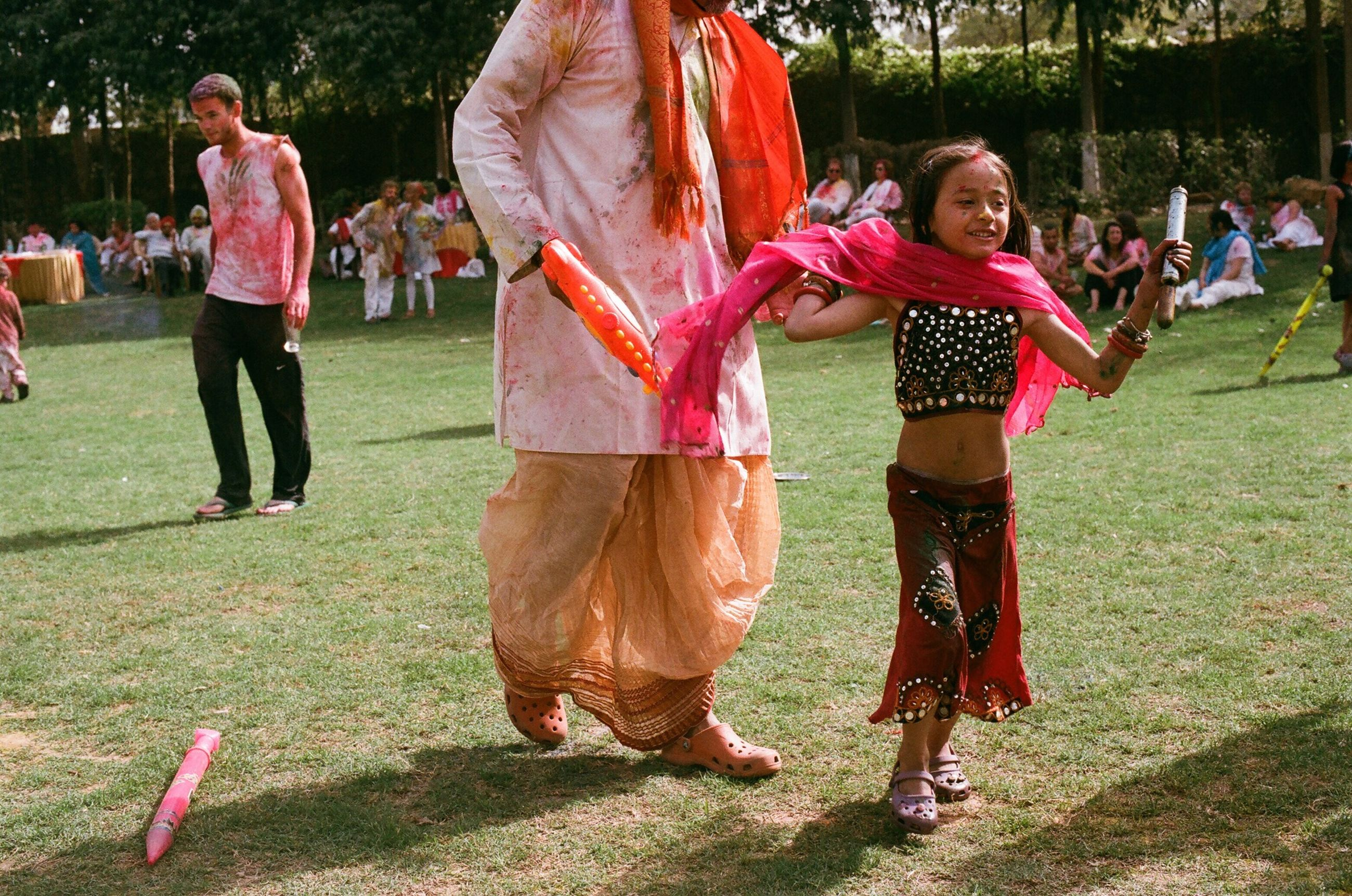 lifestyles, leisure activity, grass, casual clothing, childhood, park - man made space, full length, girls, togetherness, fun, men, person, enjoyment, playing, park, field, boys