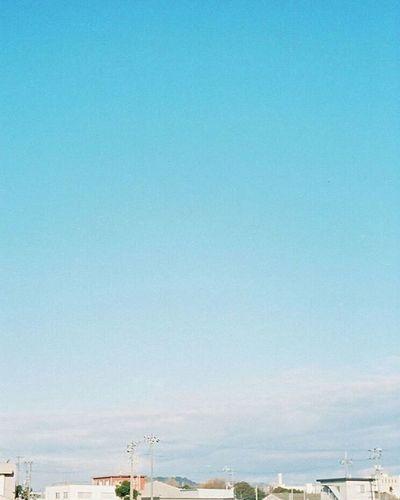 Portra400 Olympus倶楽部 Olympuspeneed Myolympusstyle Film Filmphotography Filmcamera オリンパス倶楽部 オリンパスペンEED フィルム写真普及委員会 フィルム写真 フィルムに恋してる Kodak フィルム ふぃるむカメラ フィルム部 ハーフサイズカメラ 写真好きな人と繋がりたい ファインダー越しの私の世界 カメラ好きな人と繋がりたい カメラ日和 お写んぽ コダック ポートラ400 Halfsizecamera sky 空 オリンパスPENEED gradation