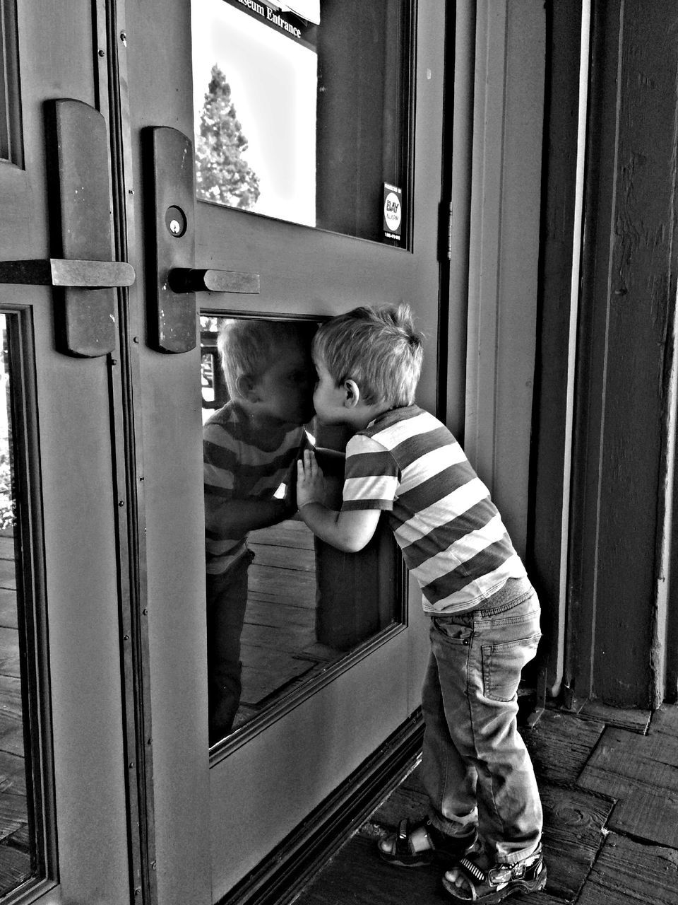 childhood, real people, full length, two people, door, baby, day, babyhood, lifestyles, togetherness, boys, leisure activity, standing, indoors, bonding, people