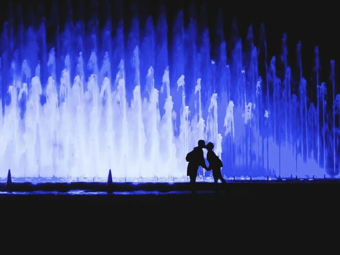 Me & my life partner... 🖤🙏🖤 Totally in love... Inlove Silhouette Two People Couple Silhouette_collection Exceptional Photographs EyeEm Best Shots Eye4photography  Water Fountain Night Photography Love Life Is Beautiful Life Partner Feeling Blessed Endless Love Happiness Sharing Precious Moments My Unique Style Joyful Feeling Thankful Collecting Moments People Lost In The Landscape