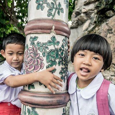 เด็กหญิง พอใจ... กับ เด็กชาย โอเล่ . . . . . Fujifilm Thailand_allshots Thaistagram Instakids Kids Ig_kids Kidsphotography Childhood Loves_siam Siamthai_ig Igersthailand Ig_thailandia Igersworldwide Instagramhub Photooftheday Human Streetstyle Streetphotography Streetphoto Adayinthailand ADayToRemember Vscothailand Shotoftheday Asian  Funtimes walkwaywhy igers igersmanila igersturkey