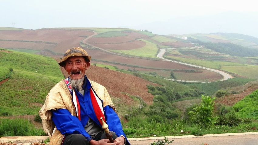 So excited! It's time to get another mission startet and give my journey a face. This warmly smiling old man shall fill your heart up with love. This is authentic rural China in the Redlands 5 hours drive from Kunming. Travel Photography Portrait Traveling China Untold Stories Earth Landscape Places And People Nature Getting Inspired Simplicity Uniqueness