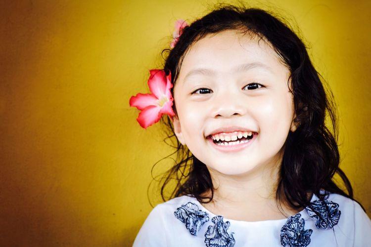 Joy Happy Child Kid Kidsphotography Girl Litle Girl The Portraitist - 2016 EyeEm Awards Beauty Flower Hairstyle Headress Portrait Portrait Of A Litle Girl 43 Golden Moments Natural Light Portrait Portraits Colours Of Life Colour Of Life Uniqueness