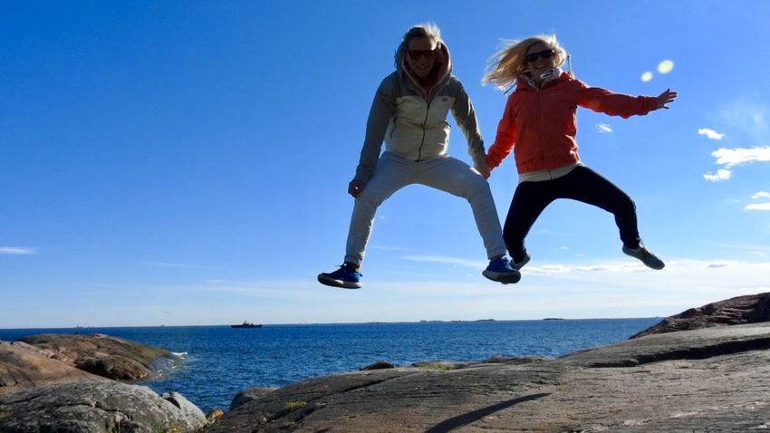 Überall in der Welt zu Hause ❤️ MyGIRL Jumping Travel Destinations Happytogether ThisView Outdoors Nikon Suomenlinna Finland BestEyeemShots Togetherness Happiness